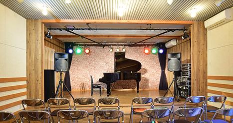 音響、照明完備の多目的ホール